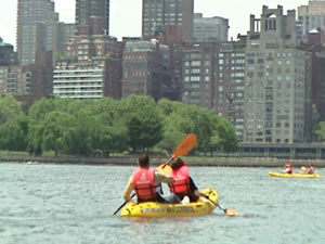 LIC Boathouse - Kayaking In The East River - LIC Astoria Queens | kayaking east river queens LIC Boathouse Long Island City Queens NY boating kayaking Astoria Queens NY LIC Boathouse Socrates Sculpture Park Hallets Cove fun things to do Astoria Queens