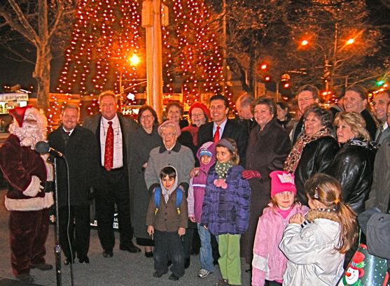 sunnyside neighborhood christmas tree lighting event in Queens NYC