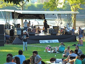 summer rock concert in astoria park 2010