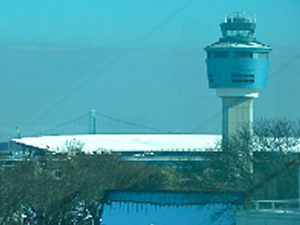 photo of new control tower at LaGuardia Airport 2011