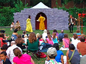 free things to do sunnyside woodside free summer theater queens