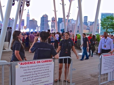 estimated crowds at july 4th fireworks 2015 lic gantry park queens