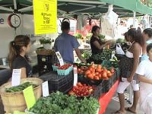 Queens Green Markets Season Ending [NEWS BRIEF] | Fresh fruits and vegetables, produce, fish, baked goods at Queens Green Markets / Farmers Markets in Astoria, Long Island City LIC, Sunnyside, Jackson Heights, Atlas Park Glendale, Queens NY NYC.